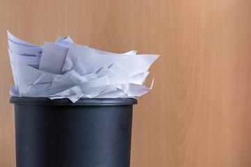 Papierloses Büro als Alternative zu überfüllten Papierkörben