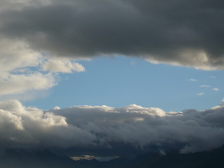 Drei Streifen Wolke - Himmel - Wolke