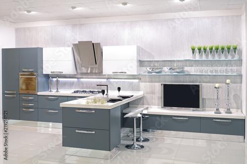 Cucina moderna con parete attrezzata\