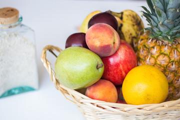 Frutas en canasto