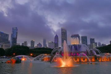 fontaine face aux tours de chicago