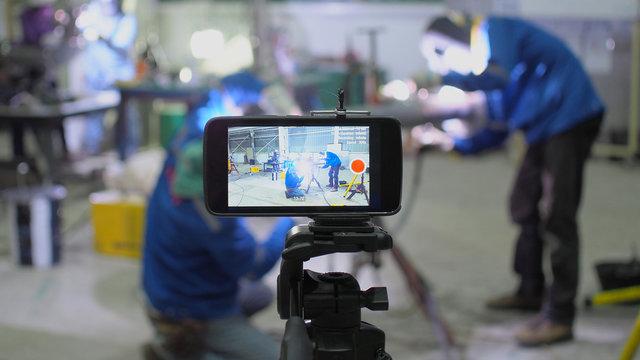 smart phone records live weld with argon-arc welding.