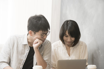 the couple is shopping online