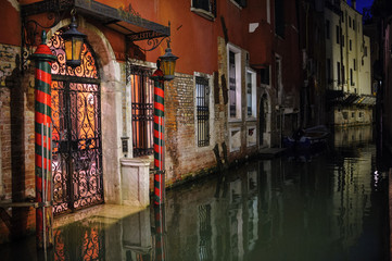 Views Venice 2011 night, canal