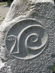 Incisione su roccia di simbolo esoterico