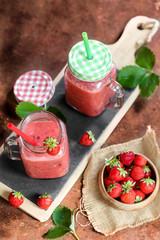 smoothies à la fraise en drinking jar 3
