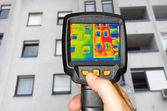 Recording a residential building with a thermal camera
