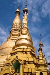 shwedagon golden pagoda