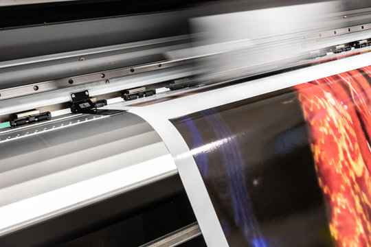High quality professional printing facility in Europe, Italy. Advanced digital and robotized processes in detail.
