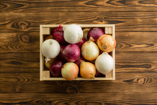 Assorted colors of fresh whole onions