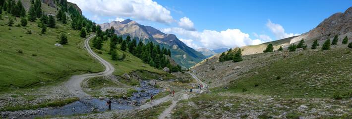 Foto auf AluDibond Gebirge Photo de paysage panoraminque de haute montagne et de chemins de randonnée dans les alpes