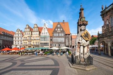 Historischer Marktplatz in Bremen mit Roland Statue