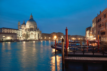 Keuken foto achterwand Venetie Illuminated church Santa Maria della Salute in Venice, Italy