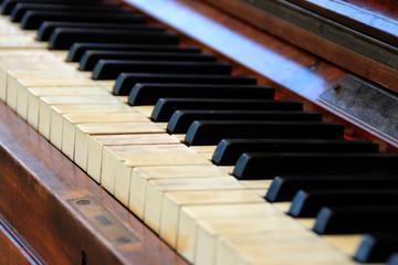 Die Tasten von einem Klavier