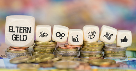 Elterngeld Münzenstapel mit Symbole