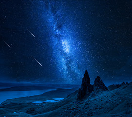 Fototapete - Falling stars over Old Man of Storr at night, Scotland