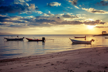 Wall Mural - Beautiful bright sunset on the shore of a tropical beach, colorful sky, Thailand
