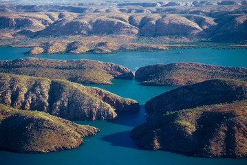 Veduta aerea della costa in un ambiente selvaggio e sconfinato - Horizontal Falls - Talbot Bay - Kimberley - Western Australia
