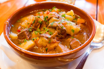 Fototapete - clay bowl with traditional hungarian food goulash