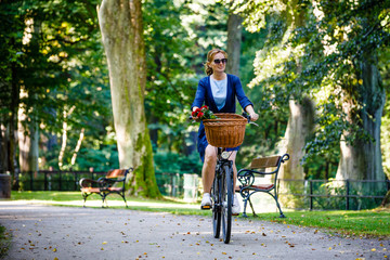 Urban biking - woman and bike in city park