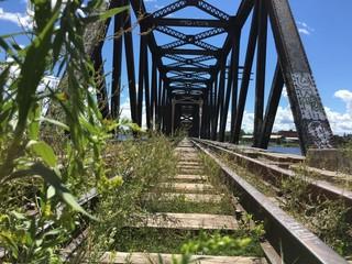 Stillgelegte Eisenbahnbrücke