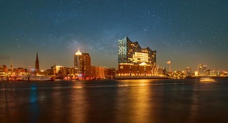 Hamburger Hafenpanorama mit Elbphilharmonie