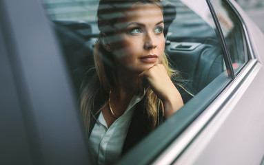 Female business executive travelling by a cab Fototapete