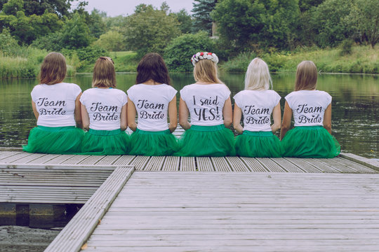 Bride team party with 6 girls at national botanic garden.