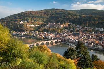 Heidelberg Stadtansicht im Herbst mit Schloss und Neckar