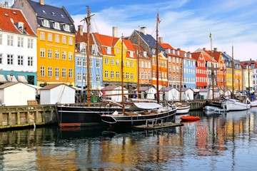 Fototapete - Colorful waterfront buildings and ships along the historic Nyhavn canal, Copenhagen, Denmark