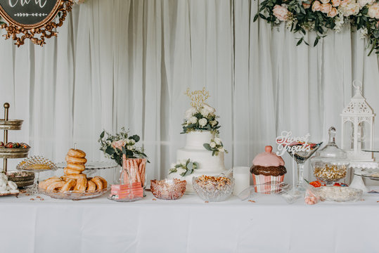 Wedding reception details, wedding cake, sweet treats
