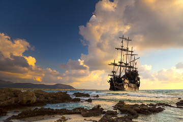 Tuinposter Schip Old ship silhouette in sunset scenery, Italy