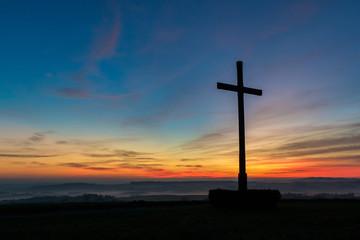 Kreuz im Sonnenuntergang