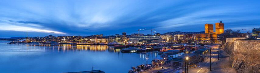 Fotobehang Centraal Europa Oslo panorama night city skyline at Oslo City Hall and Harbour, Oslo Norway