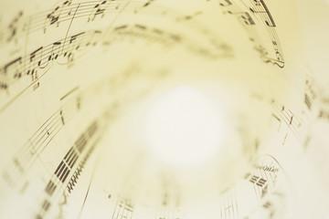 丸めた楽譜イメージ