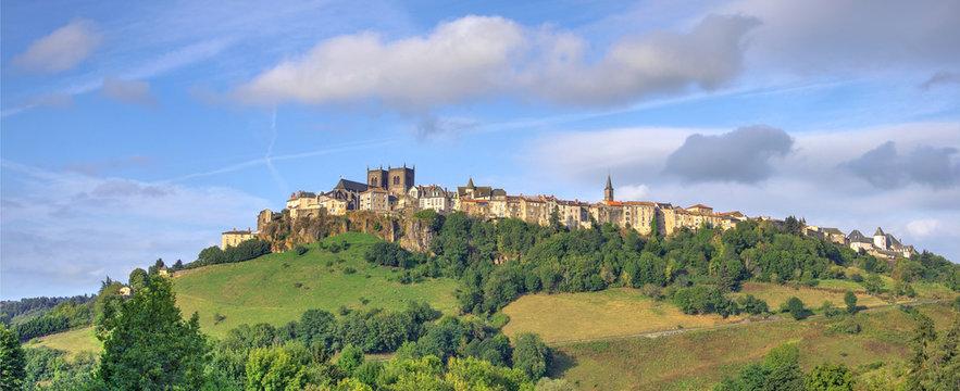La ville de saint flour en Auvergne dans le département du Cantal