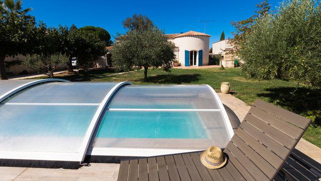 abri piscine et maison