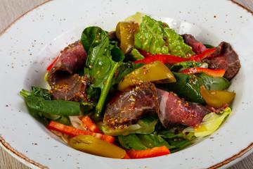 Salad with roastbeef