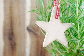 Christmas star decoration made of wood on rosemary herbs    with copy space    Weihnachtsstern mit Rosmarin