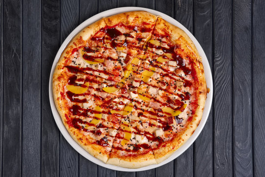 Top view of pizza with chicken, plum and barbecue sauce