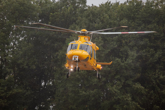 notts and lincs air ambulance leaving accident on a15 sunday
