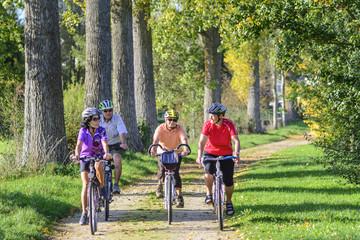 gemeinsam einen Ausflug mit dem Fahrrad machen
