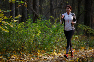 Picture of woman in sports clothes on run