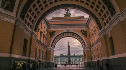 Fotobehang - Hyperlapse of Triumphal Arch leading to Palace Square in Saint Petersburg, Russia at dusk. 4K UHD timelapse.