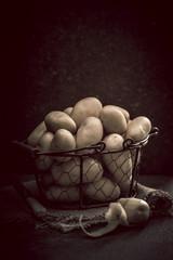 Kartoffeln im Drahtkorb