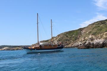 La baia accoglie la nave