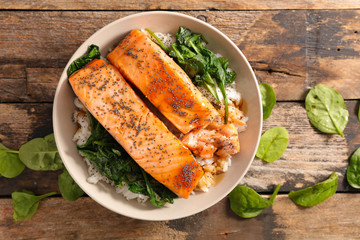 baked salmon with rice and spinach
