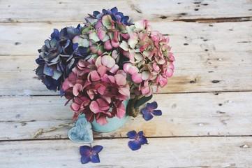 Fond de hotte en verre imprimé Hortensia Nostalgischer Blumenstrauß - Hortensien