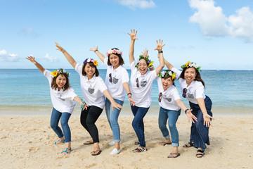 沖縄のビーチで女子会