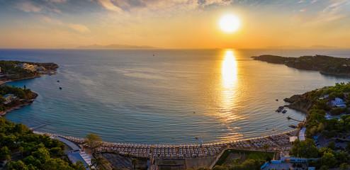 Wall Mural - Der Astir Strand in Vouligameni bei Athen während eines Sommer Sonnenunterganges, Griechenland